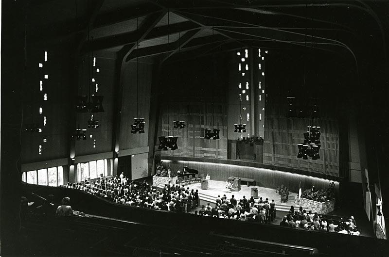 Church-before-organ.jpg